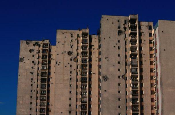 Nuo karo nukentėję daugiabučiai pastatai, Bosnija.
