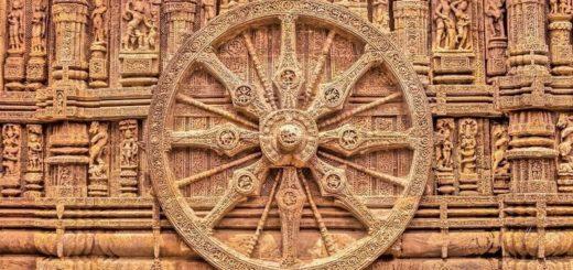 Ištašytas iš akmens saulės dievo Surijos vežimo ratas. (Surijos šventykla)