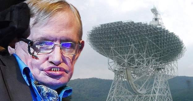 Stivenas Hokingas, kaip tik radioteleskopų fone (EPA/reuters).